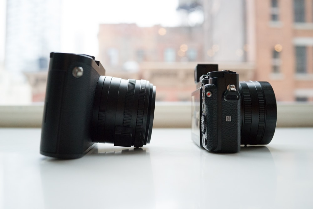 The Leica Q's lens is big and tilts the camera body forward. No such problem for the RX1R II.