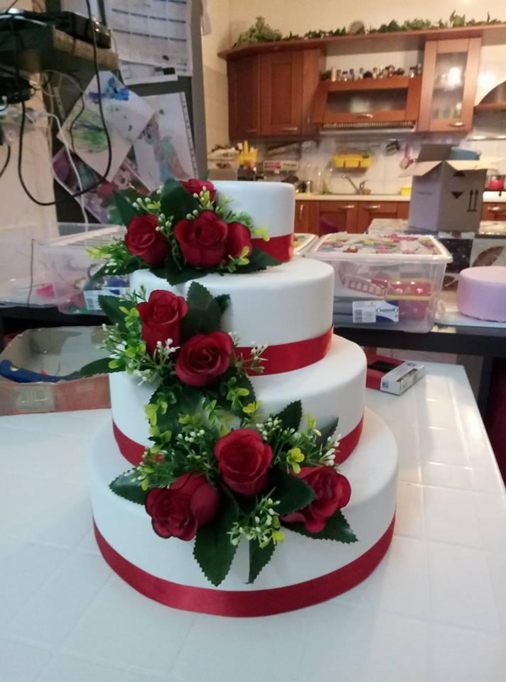 Vi mostreremo come realizzare un effetto trapuntato su una torta decorata. Tutorial Torta Scenografica Berta Filava Store E Tutorial