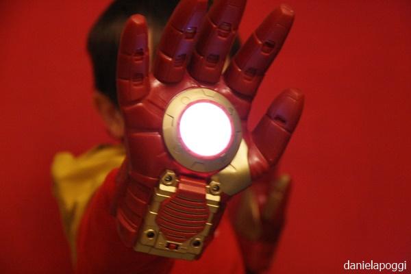 Effetti speciali con i guanti di Iron Man
