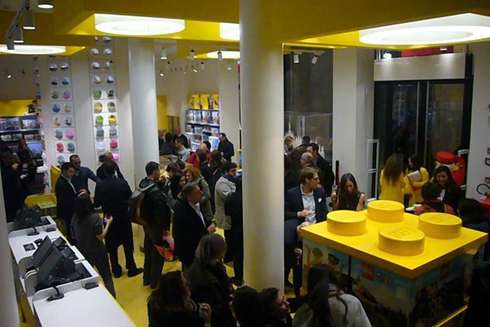 Apre a Milano il più grande Lego Store d'Italia