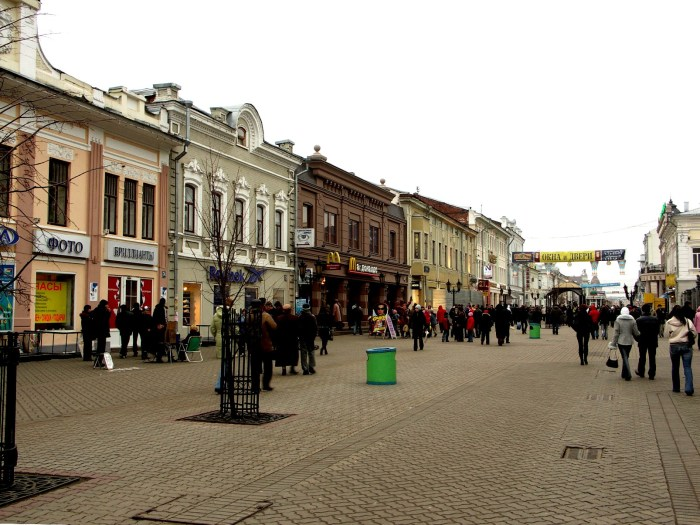 Bauman street, Kazan. ken by Robert Broadie on 13 November, 2005.
