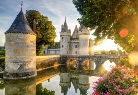 The famous châteaux – just one of many sights along the Loire à Vélo