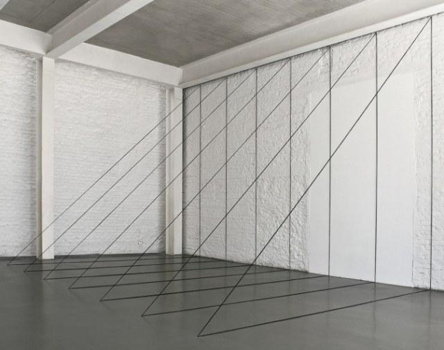 david_zwirner___fred_sandback___untitled_sculptural_study_seven-part_right-angled_triangular_construction_1982_2010_aaaaaaaaaaayixj-672x530