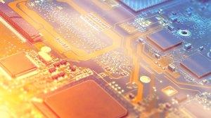 imagem mostra a placa de um computador