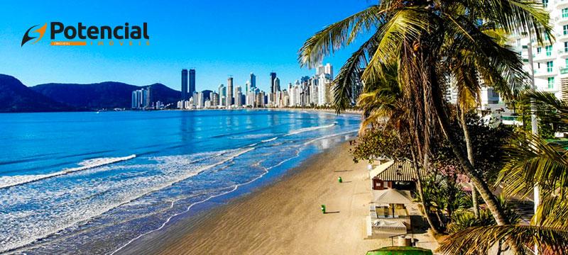 Conheça as melhores praias de Balneário Camboriú e da região