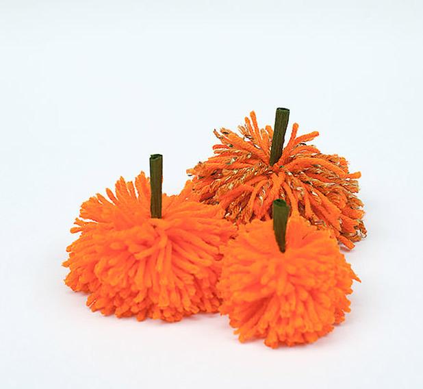 HandmadeHalloween-pumpkinpom