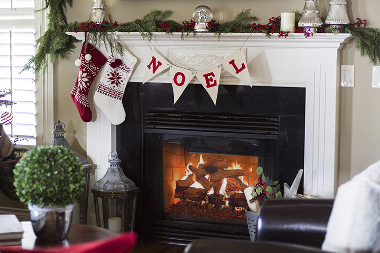 Holiday Home Tour: Classic Christmas Decor