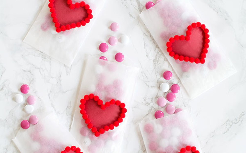 diy valentines day heart pom pom treat bags1feature