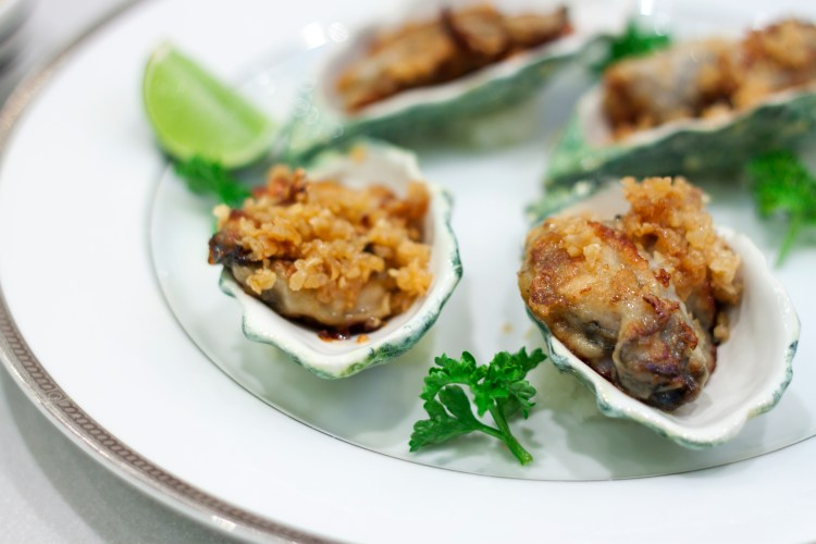 Huîtres chaudes gratinées