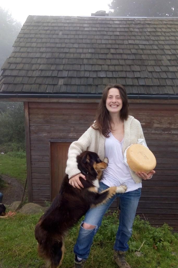 Marie Eve de la Ferme Lassalle présente son agneau de pâques IGP