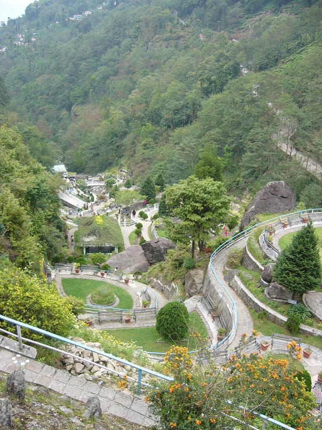 Darjeeling-romantic-places-in-India