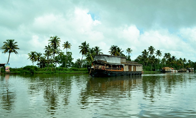 Kozhikode-Backwaters-of-Kerala
