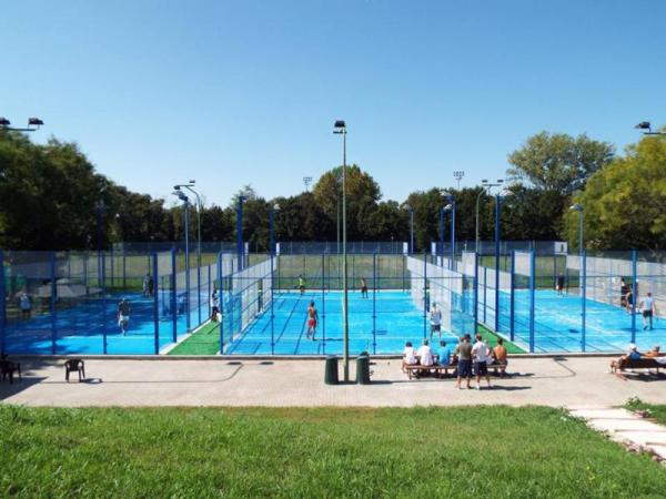 giocare a padel a Milano Beach Town Padel