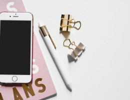 Instagram quiz - phone and planner