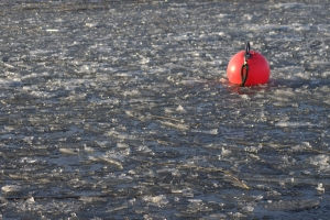 red-buoy-in-icy-water-1416330-m