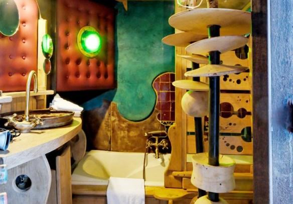 Futuristic bathroom in Balade de Gnomes