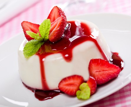 PANNA COTTA W STRAWBERRY SAUCE 770x628_5314