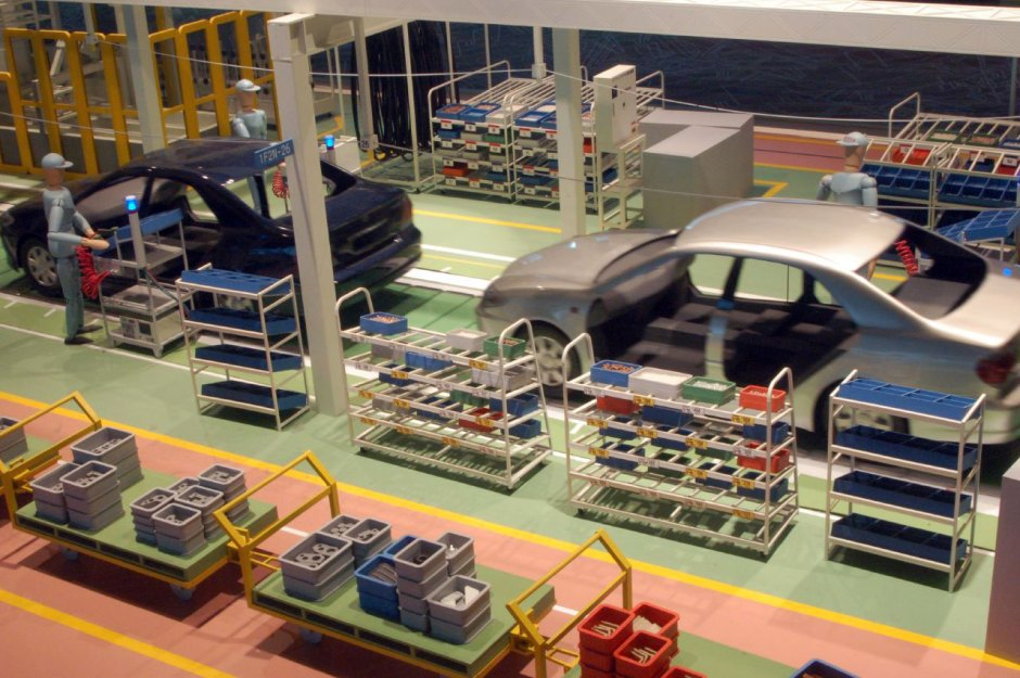 toyota-model-factory-line
