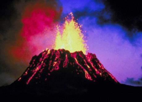 Volcán, lava, cenizas, explosión