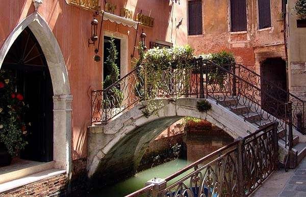 Foto de un canal en Venecia