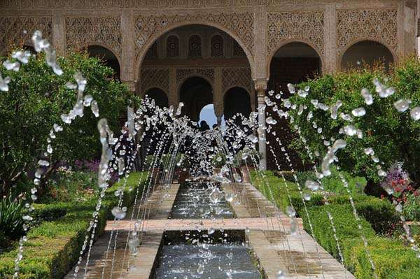 Fuente en la Alhambra de Granada