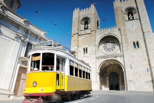 Catedral de Lisboa y Tranvía
