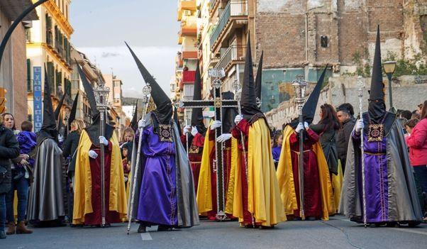 Nazarenos en la Semana Santa de Málaga