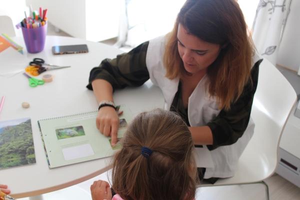 Maestra a domicilio, Fundación Andrés Olivares