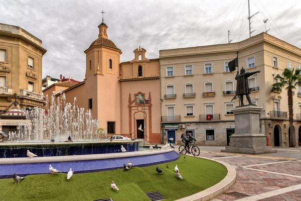Plaza de las Monjas, estatua Cristóbal Cólon
