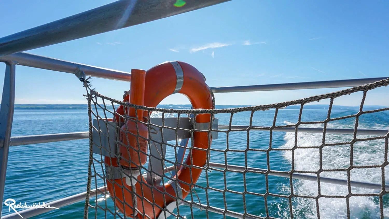 Rettungsring auf dem Katamaran am Bodensee