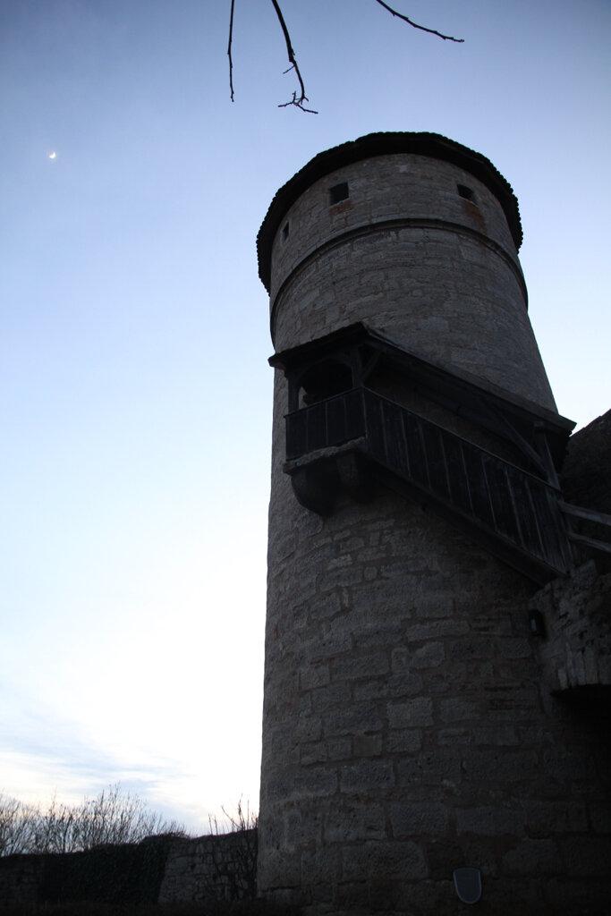Turm und Mondsichel