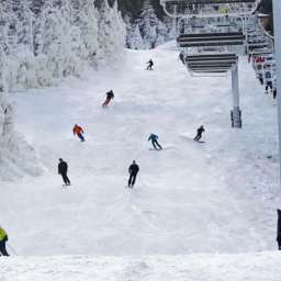 3 reasons why skiing is the top sport for this winter