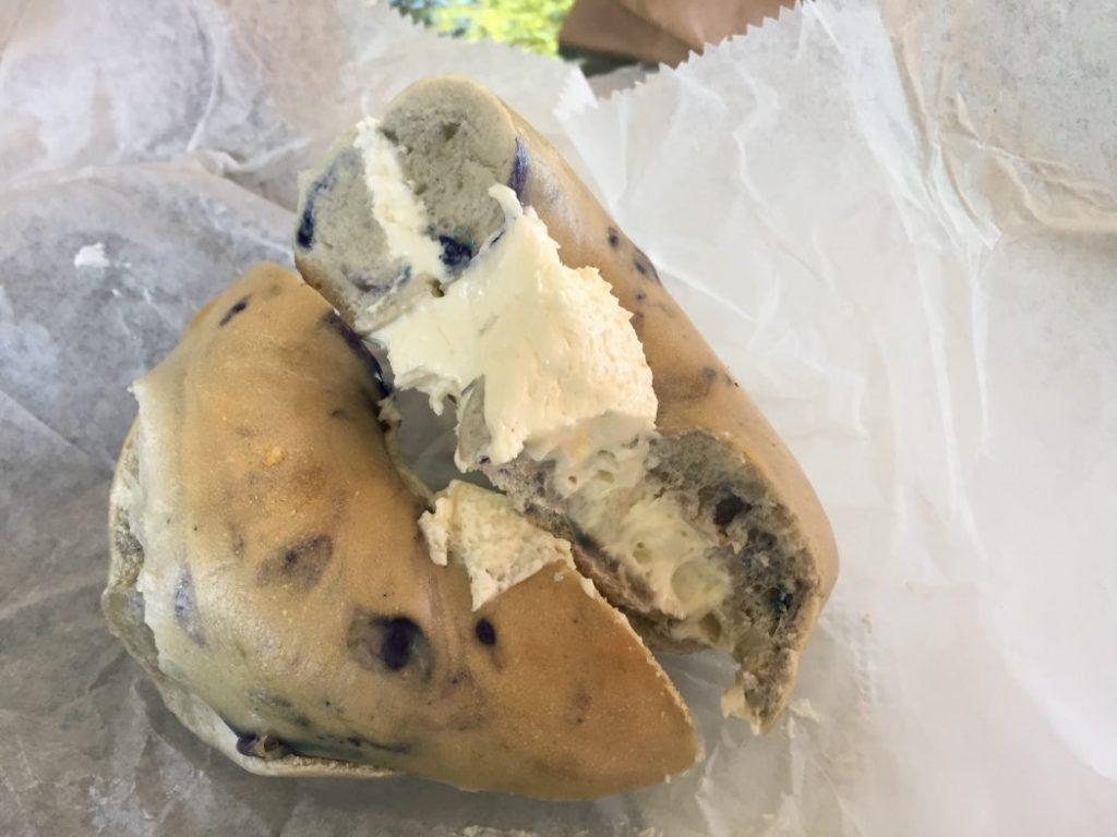 bagel favorit. blueberry mit creamcheese