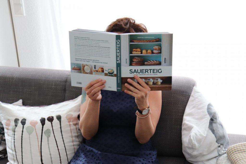 Fräulein Ordnung liest Sauerteig