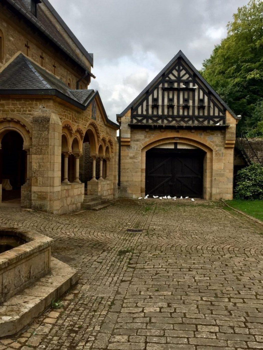 Kloster orval mit firedstauben