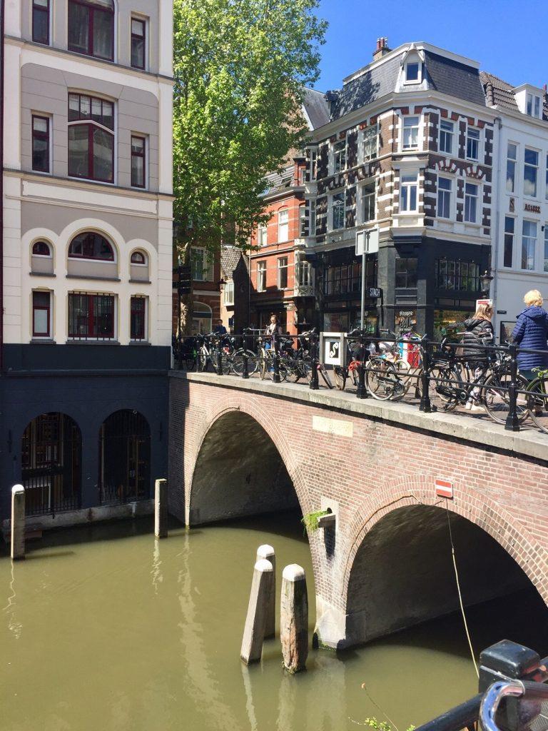 shopping in Utrecht. Ein Augenschmauss und ueberall ist Wasser.