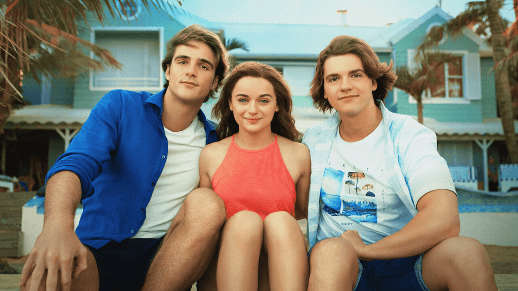 The cast of The Kissing Booth 3 looking at the camera