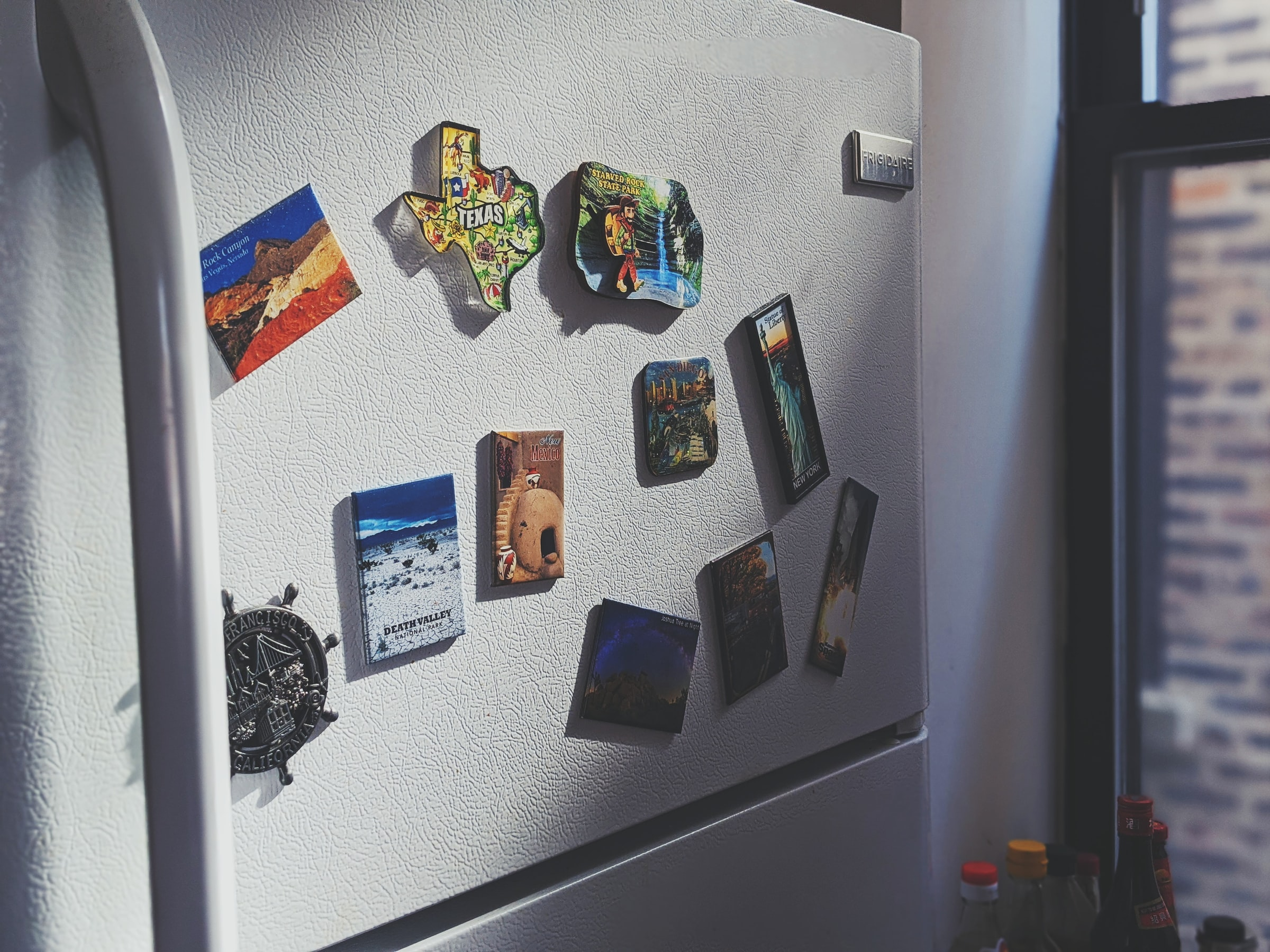 Refrigertor with magnets