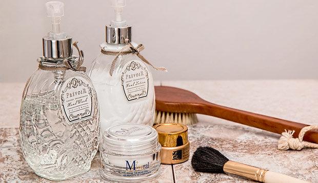 produtos de beleza e cosméticos danificam aliança