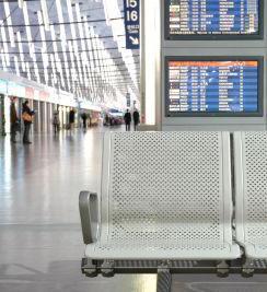 Célszerű a jegyen szereplő indulási idő előtt legalább 2 órával hamarabb a reptérre érkezni