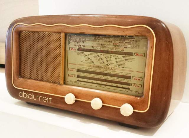 RetroFutur - Paris - Canal St Martin - Radio - retro - bluetooth - absolument