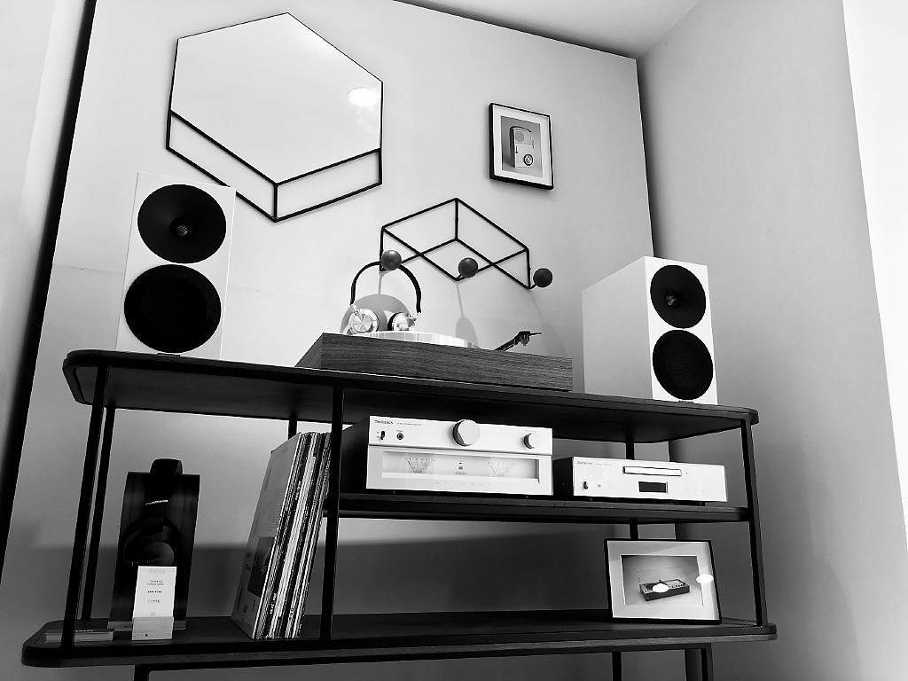 guide d 39 achat choisir sa platine vinyle part 1 le blog retrofutur hifi enceintes. Black Bedroom Furniture Sets. Home Design Ideas