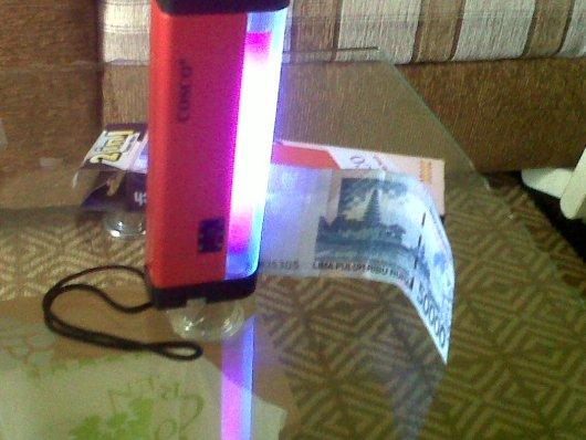 alat pendeteksi uang palsu portable