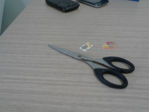 Pengalaman memotong Sim Card standard menjadi Micro Sim Card 02