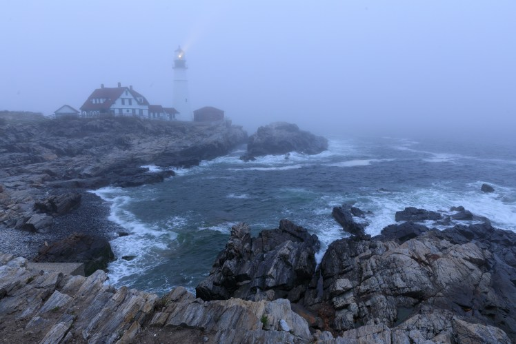 Portland Lighthouse in the fog - short exposure