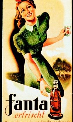 """Nach Kriegsende begann die unaufhaltsame Karriere von Fanta. Fanta wurde zum Inbegriff einer neuen Lebenskultur. Die Verwendung dieses Bildes ist fŸr redaktionelle Zwecke honorarfrei. Abdruck bitte unter Quellenangabe: """"obs/Coca-Cola"""""""