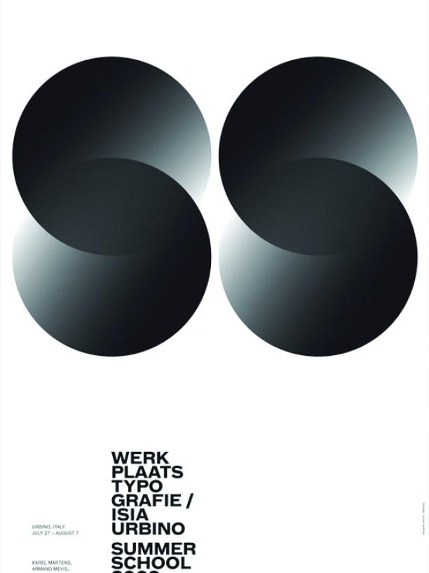 Плакат к Летней дизайн-школе в Урбино.2009 Буквы «S» на плакате не написаны, не набраны, они возникают как оптический ре-зультат пересечения кругов, чуть тронутых градиентной растяжкой тона. Простой черно-белый плакат с элементарной композицией чудесным образом становится космически сложным и светоносным. Это качество можно отнести ко всему творче-ству Сонноли.