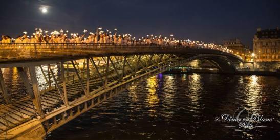 Мост през ноща