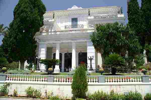 Дворецът Ахилион