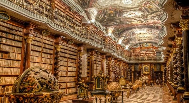 Националната библиотека Клементинум в Прага